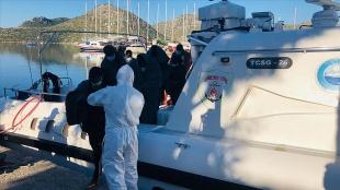 İzmir ve Muğla açıklarında Türk kara sularına itilen 43 sığınmacı kurtarıldı