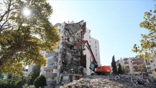 İzmir'deki depremde ağır hasar gören 488 bina daha yıkılacak