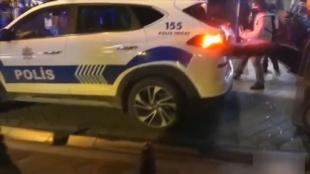 Kadıköy'de polis aracına zarar veren ve güvenlik güçlerine saldırılarda bulunan 5 zanlı yakalan