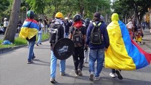 Kolombiya'da binlerce kişi hükümeti protesto etti