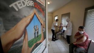 Kovid-19'la mücadele kapsamında uygulanan aşı miktarı 33 milyon 247 bin 651'e ulaştı