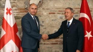 Milli Savunma Bakanı Akar, Gürcistan Savunma Bakanı Burchuladze ile bir araya geldi