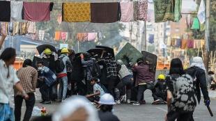 Myanmar'da cunta muhalifi liderden 'protestocuları orduya karşı savunma' sözü