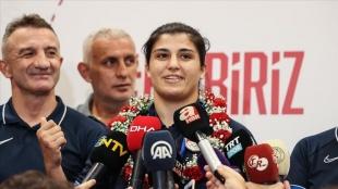 Olimpiyat şampiyonu Busenaz Sürmeneli: Türk kadının yapabileceklerini gösterdiğim için çok mutluyum