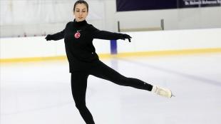 Olimpiyat vizesi için mücadele eden milli sporcu düğününü yapıp kampa döndü