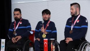 Paralimpik masa tenisçiler, öğrencilerle buluştu