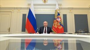 Putin, Ukrayna Devlet Başkanı Zelenskiy ile ikili ilişkileri Moskova'da görüşebileceğini söyledi