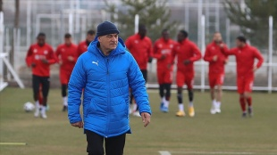 Sivasspor Teknik Direktörü Rıza Çalımbay, Beşiktaş maçında futbolcularına güveniyor