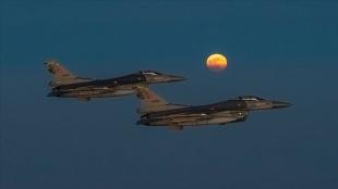 Süper Ay, Türk savaş uçakları ile güzel bir görüntü oluşturdu