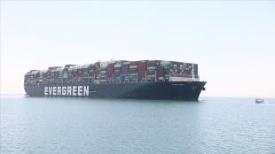 Süveyş Kanalı'nda deniz trafiğini sekteye uğratan 'Ever Given' gemisi 4 ay sonra Rott