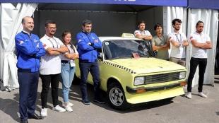 TEKNOFEST Yönetim Kurulu Başkanı Bayraktar otonom araç yarışmasına katılan araçları inceledi