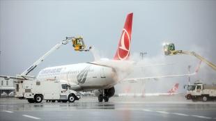 THY uçaklarına buzlanmaya için 'de-icing' önlemi