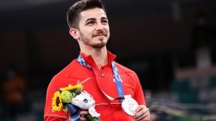 Tokyo 2020'de gümüş madalya kazanan milli karateci Eray Şamdan, hayalini gerçeğe dönüştürdü