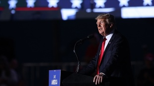 Trump, Beyaz Saray'dan ayrıldıktan sonra ilk mitingini yaptı