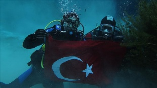 Türk Polis Teşkilatının 176. yılı Gökpınar Gölü'nde Türk bayraklı dalışla kutlandı