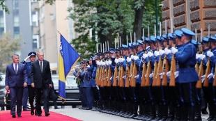 Türkiye Cumhurbaşkanı Erdoğan Bosna Hersek'te resmi törenle karşılandı