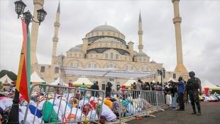 Türkiye tarafından inşa edilen Gana Millet Camisi ve Külliyesi'nde ilk bayram namazı kılındı