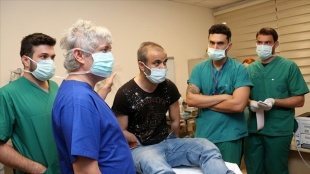 Türkiye'nin 5'inci çift kol nakli yapılan Ayılmazdır'ın serviste tedavisi sürüyor