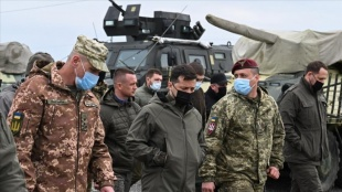 Ukrayna Devlet Başkanı Zelenskiy güneyde cephe hattını ziyaret etti