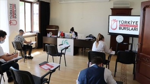 Ukrayna'da Türkiye Bursları sınavları başladı