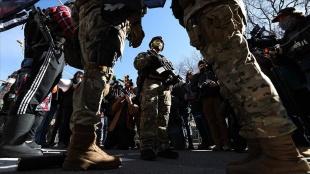 Virginia'da aykırı görüşlü silahlı grupların gösterileri hadisesiz geçti